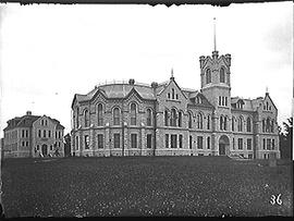 [Old Arts Building and Carruthers Hall, Queen's University]